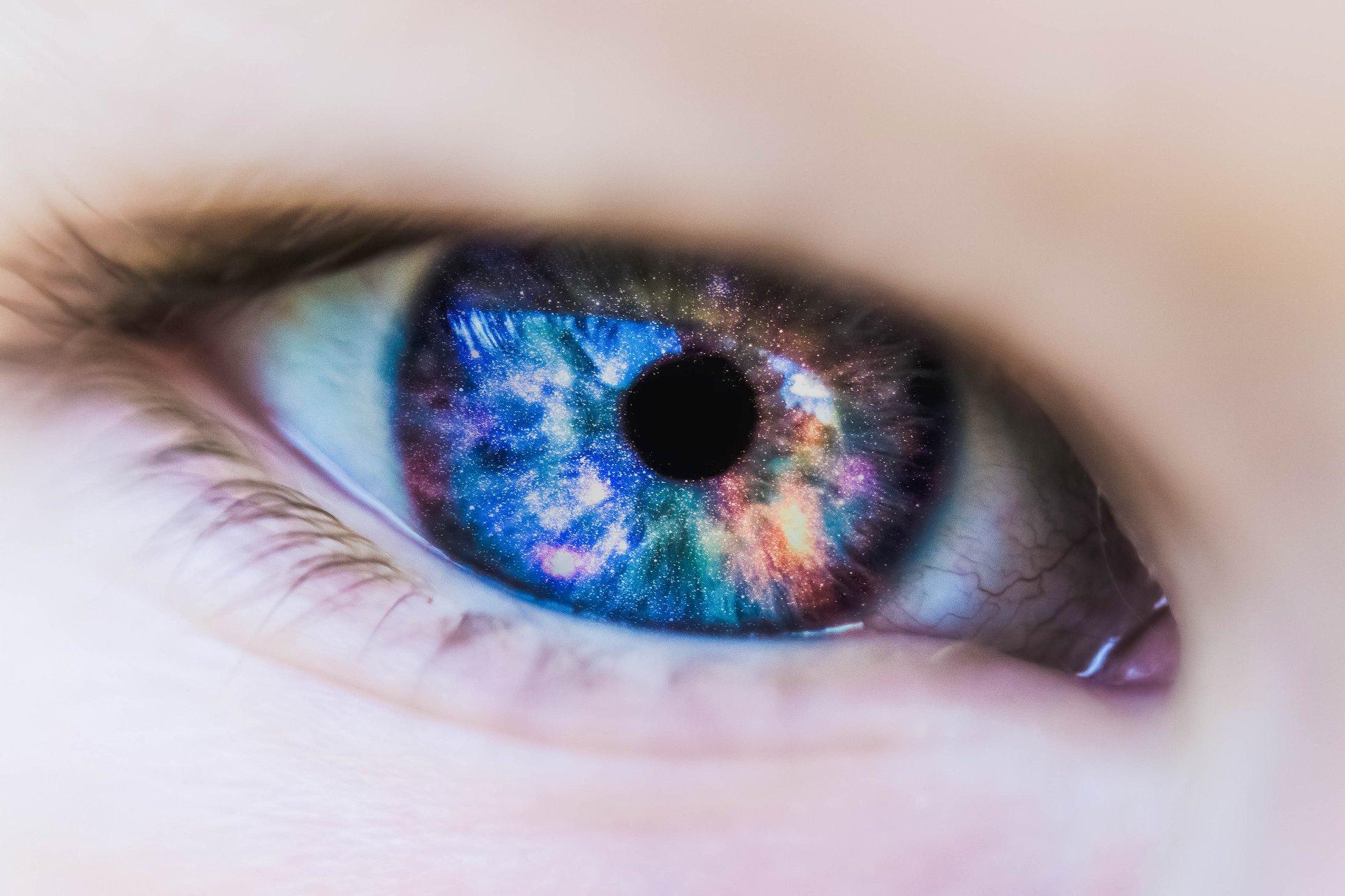 Jak widzimy kolory, światło i odległość?
